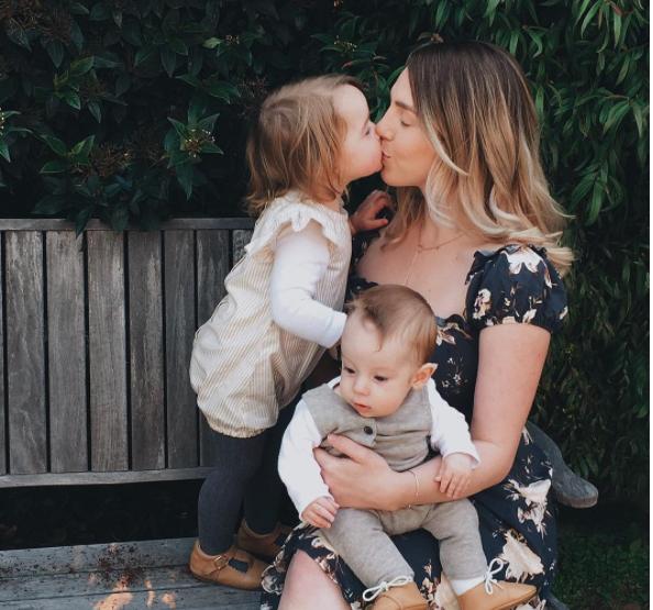 Carta De Una Mama Con Dos Hijos Pequenos Naranxadul